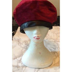 🍀 Forever 21 Velvet Red/Black Beret Hat